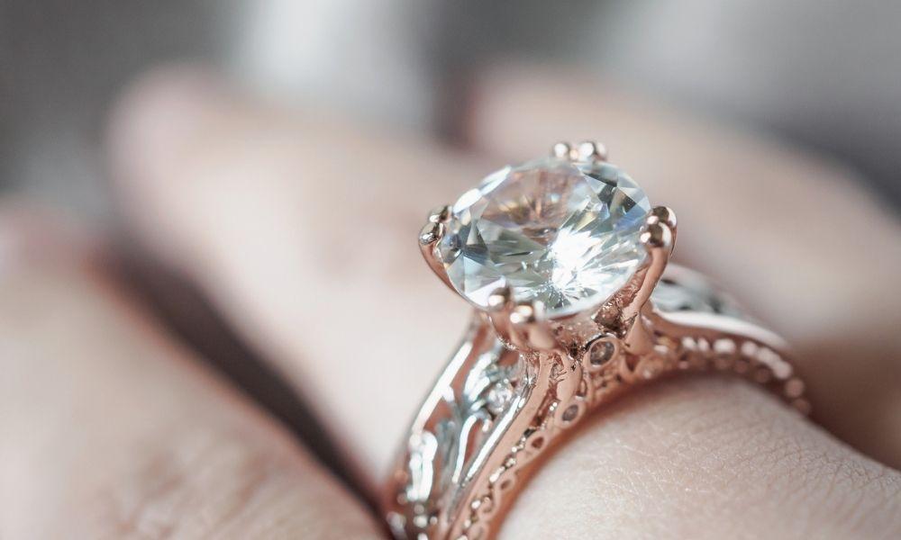 You are currently viewing מה שאתם צריכים לדעת על שינוי גודל טבעת האירוסין